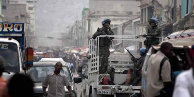 Dos morts i una vintena de ferits a Haití en enfrontaments entre Cascos Blaus i manifestants