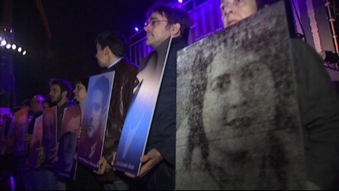 Òmnium Cultural demana davant la presó Model justícia pels crims del franquisme
