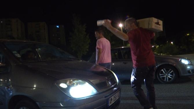Onada de solidaritat dels veïns amb els conductors atrapats a les rondes de Barcelona