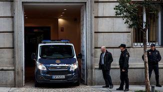 El furgó de la Policia Nacional que ha traslladat Forn, Sànchez i Cuixart (Reuters)