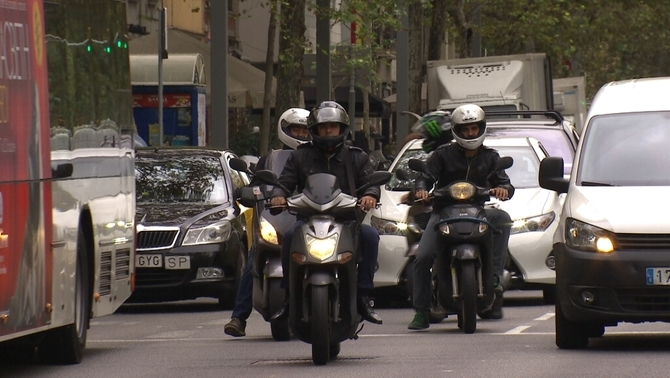 Trànsit estudia habilitar un carril exclusiu per a motos d'entrada a Barcelona