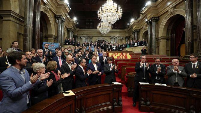 El Parlament declara la independència i insta el govern a aplicar-ne els efectes