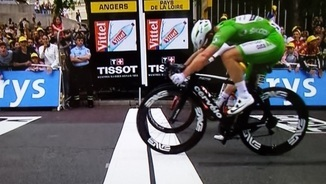 "La ""photo-finish"" que ha donat la victòria a Cavendish (Foto: Twitter)"