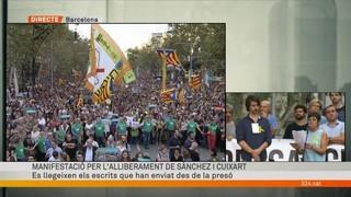 Lectura dels textos Jordi Sánchez i Jordi Cuixart adreçats als manifestants
