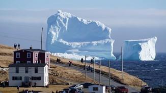 Un gran iceberg visita Newfoundland, al Canadà (Reuters)