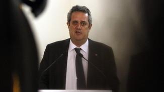 Pla mitjà del conseller d'Interior, Joaquim Forn, atenent els mitjans de comunicació, el 19 de juliol del 2017. (Horitzontal)