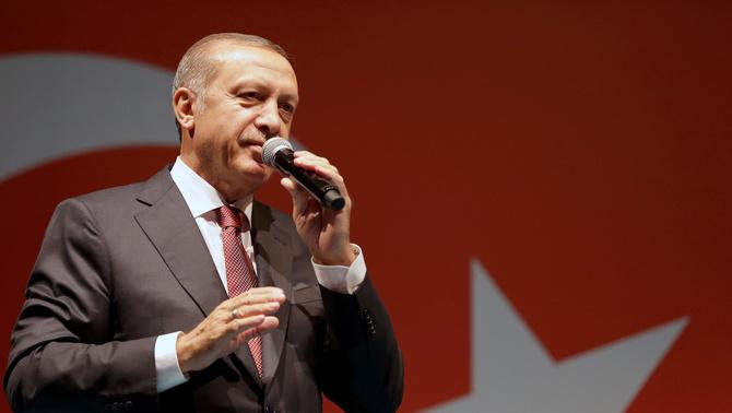 Erdogan suspèn 15.000 funcionaris d'Educació i demana la dimissió de 1.500 rectors i degans