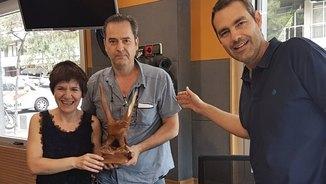 L'Empar Moliner adopta una àliga de fusta abandonada i la fa circular entre els oients