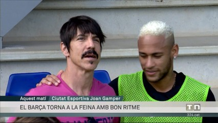 Anthony Kiedis, un Chili Pepper a l'entrenament del Barça