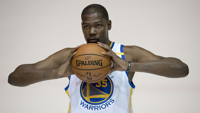 Kevin Durant en la sessió oficial de fotos dels Warriors (Reuters)