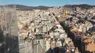 Col·locació dels ponts de les torres dels evangelistes a la Sagrada Família