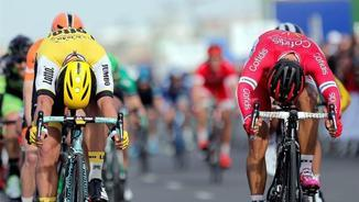 Groenewegen, de groc, supera a l'esprint a Bouhanni (EFE)