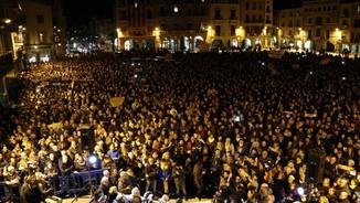 Plaça Major de Vic durant la concentració de suport a Marta Rovira i als polítics empresonats