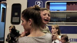 El drama dels refugiats es viu amb intensitat a l'estació internacional de Budapest (Reuters)