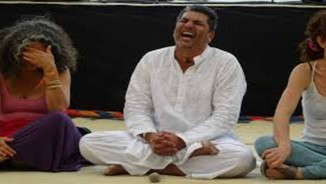"""""""El ioga del riure canvia la vida de moltes persones"""""""