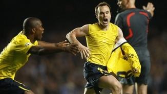 Andrés Iniesta celebrant el gol a Stamford Bridge (Reuters)