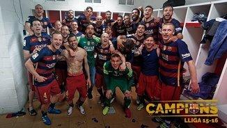 Els jugadors del Barça celebrant el títol de Lliga al vestidor (Twitter)