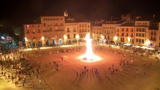 La plaça major de Vic en plena revetlla de Sant Joan