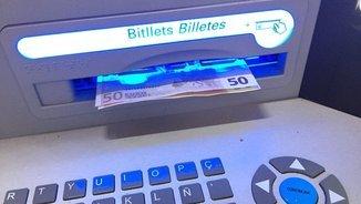 #LaForçaDeLaGent anima a retirar diners dels caixers. Recollim el testimoni d'usuaris que s'hi sumen