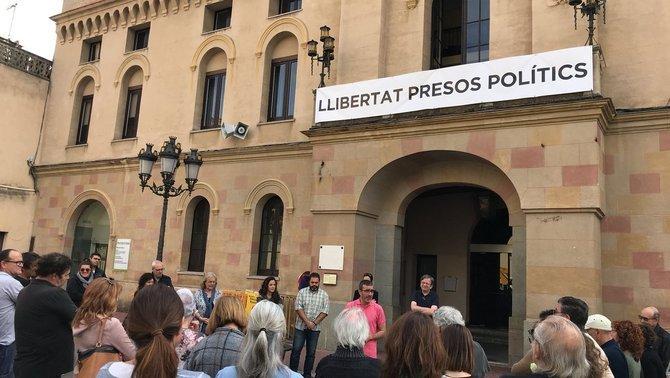 """""""Dolor"""" i """"ràbia"""" d'alcaldes catalans després de l'empresonament dels consellers"""