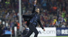 Mourinho celebra la classificació per a la final de la Champions al Camp Nou. (Foto: Reuters)