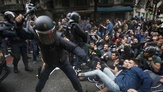 """""""Com és que no hi ha una resposta massiva contra les restriccions de la llibertat a Espanya?"""""""