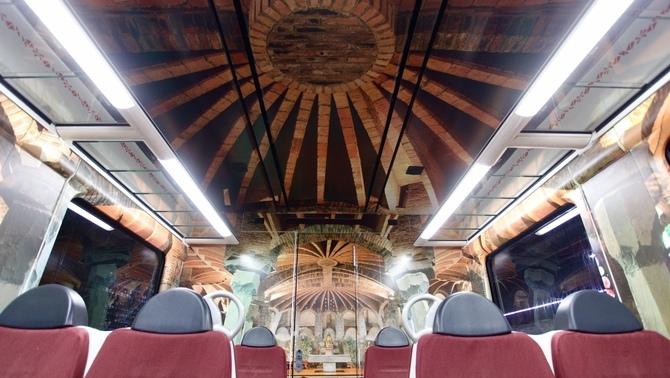Ferrocarrils de la Generalitat decora un vagó com la cripta Gaudí de la Colònia Güell