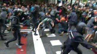 Una càrrega policial a Barcelona l'1 d'octubre