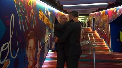 Efusiva abraçada entre Luis Enrique i Guardiola