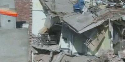 Un centenar d'atrapats sota la runa en un edifici esfondrat al Pakistan
