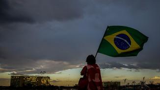 Un activista durant una manifestació a favor de Rousseff (EFE)