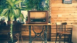 Puyal, Barril, Solà... Carme Lluveras i la màgia de la ràdio