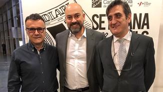 Josep Plazas i Albert Requena amb el director de Catalunya Ràdio, Saül Gordillo