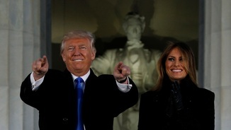 Donald i Melania Trump durant la festa davant del Memorial de Lincoln a Washington (Reuters)