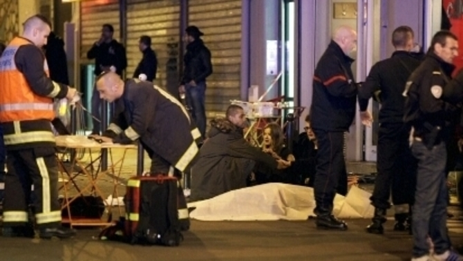 Més de 120 morts i una seixantena de ferits en una cadena d'atemptats a París