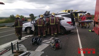 El turisme accidentat a la C-31 a Viladamat aquest 30 d'agost del 2016. Pla general. (Horitzontal)