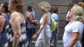 Els ciutadans firmen el llibre de condolences