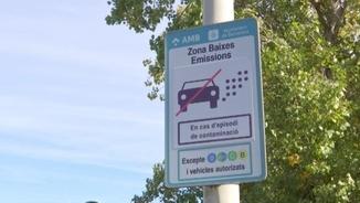 Un cartell que indica que s'està en una zona on s'activarà el protocol els dies d'alta contaminació