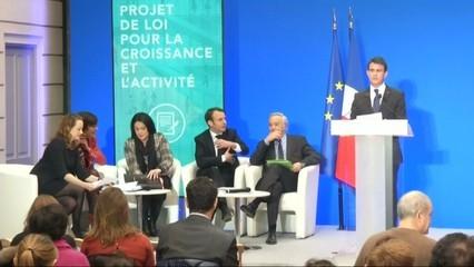 Manuel Valls dona suport a l'exsocialista Emmanuel Macron