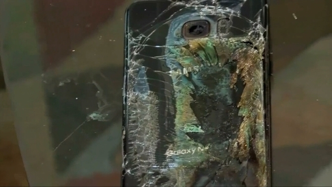 Un Samsung Galaxy Note 7 incendiat