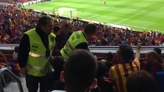 Òscar Armengol a un partit del FCB amb el seu fill d'11 anys