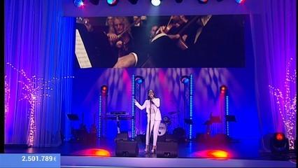 """India Martínez aixeca el públic amb  """"Vencerem"""""""