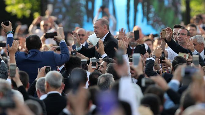Bany de masses per a Erdogan (Reuters)