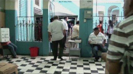 ELECCIONS PRESIDENCIALS A EQUADOR, CORREA CLAR FAVORIT
