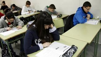 Estudiants de secundària a classe