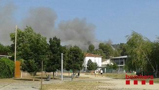 Des del municipi d'Artés és visible la columna de fum per l'incendi