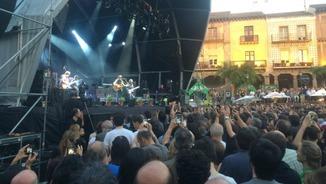 Neil Young hipnotitza el Poble Espanyol