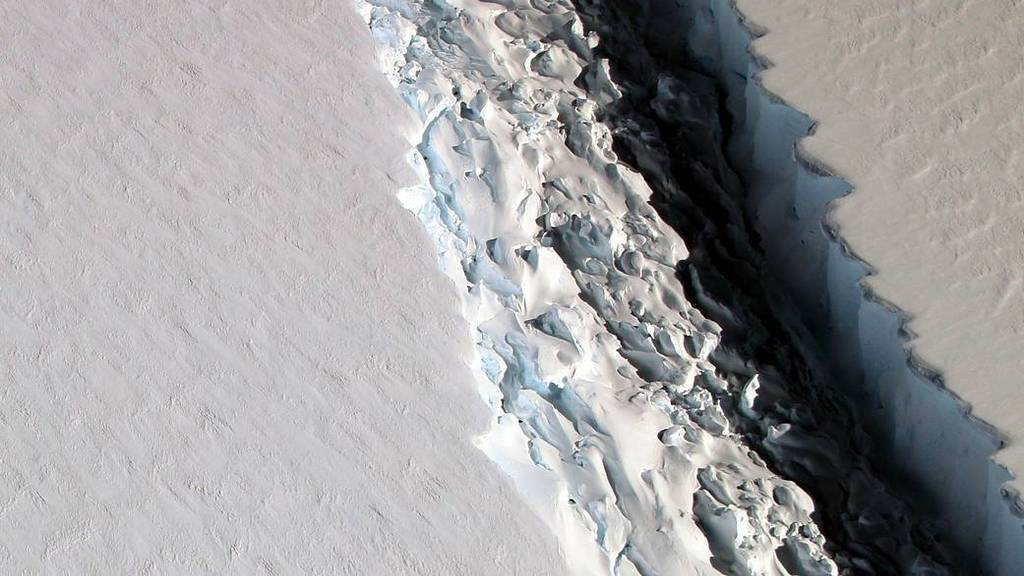 Esquerda a la plataforma Larsen C (NASA)