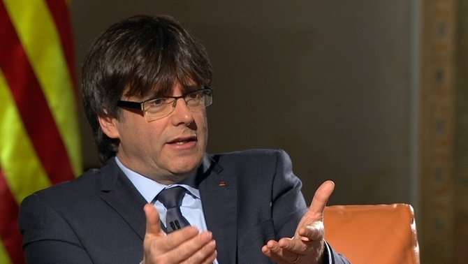 """Iglesias i Sánchez truquen a Puigdemont i li ofereixen un """"referèndum legal"""" i una """"reforma federal"""""""