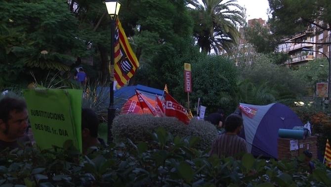 Els sindicats de l'ensenyament públic acampen davant la conselleria per reclamar millores en les substitucions